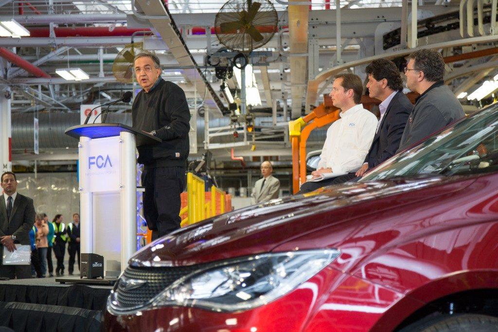 Sergio Marchionne, amministratore delegato di FCA durante un discorso nello stabilimento di Windsor (Canada) che costruirà i minivan ibridi Chrysler Pacifica (Source: FCA media website).