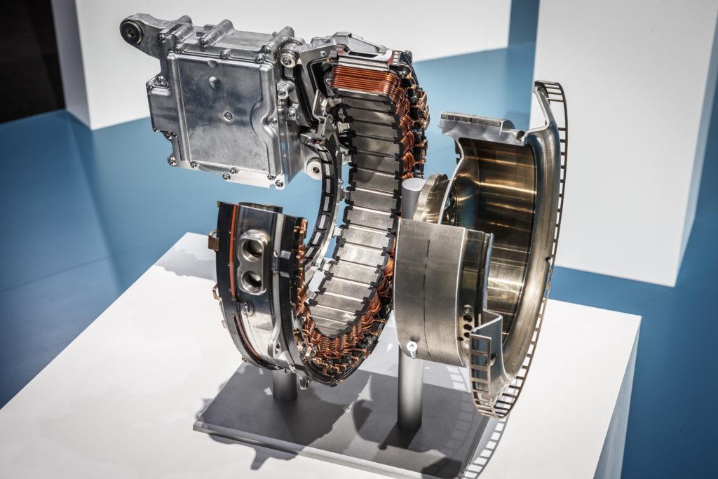 L' ISG (Integrated Starter-generator) è la soluzione che servirà a combinare starter ed alternatore in un motore elettrico ad alta efficienza posto tra propulsore e trasmissione (Photo source: Daimler media website).