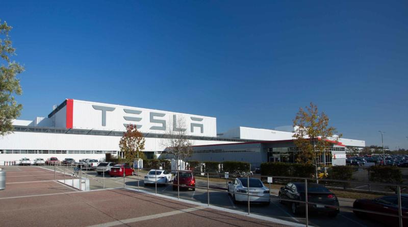 La miglior auto elettrica al mondo esce dallo stabilimento più infernale del mondo?