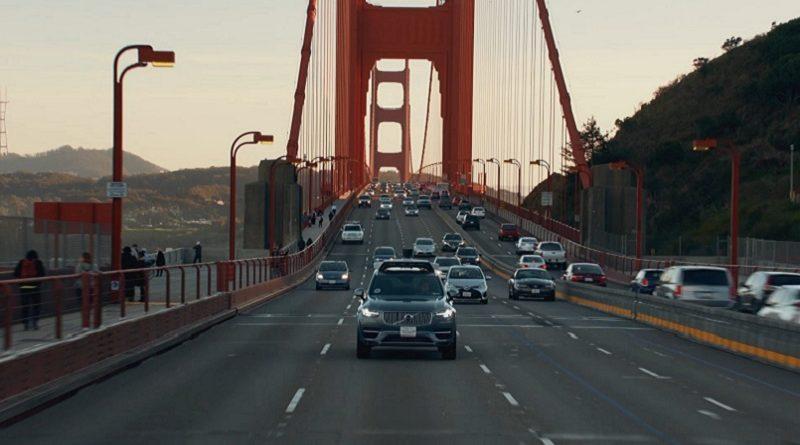 Uber Volvo XC90 semaforo rosso DMV