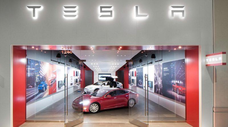 Tesla Autopilot 2.0 aggiornamento