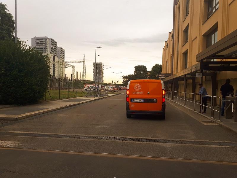 L'ingresso della sede Unareti/A2A in via Ponte Nuovo a Milano (credito foto: Auto21).