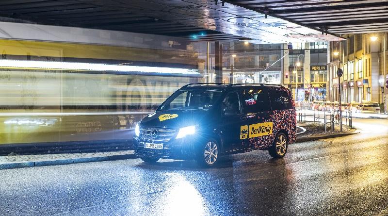 Minivan Mercedes-Benz servizio pubblico di ride sharing a Berlino
