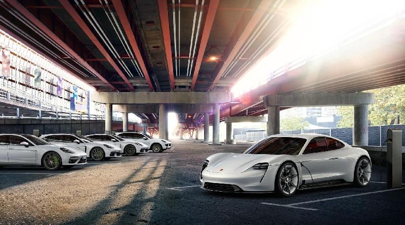 Porsche raddoppia gli investimenti nell'auto elettrica da qui al 2022