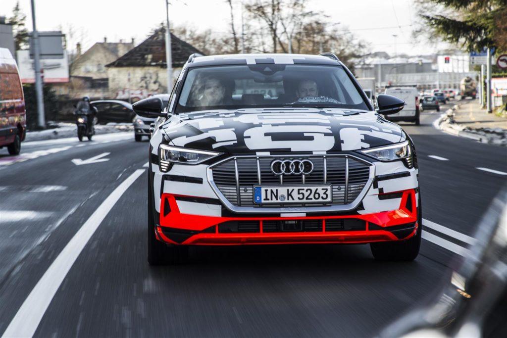 A Ginevra l'Audi e-tron prototipo si è mimetizzata in bella vista 1
