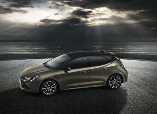 A Ginevra Lexus presenta il nuovo UX 250h, crossover ibrido compato