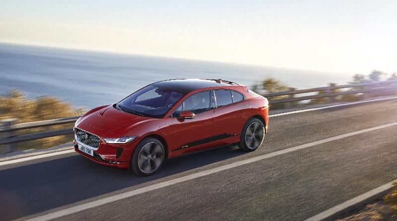 Al lancio della I-Pace stradale Jaguar trolla Tesla