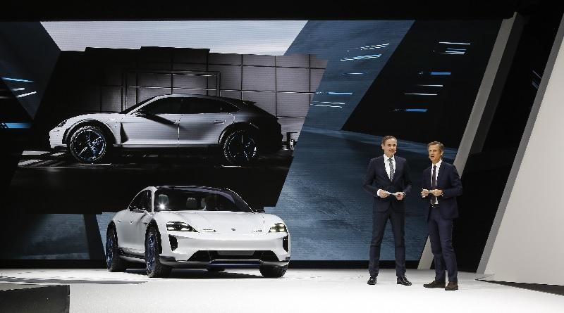 La ricette elettrica Porsche per la wagon: concept Mission E Cross Turismo