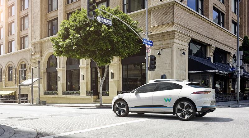 Waymo vuole il giaguaro elettrico per inventare il taxi a guida autonoma premium