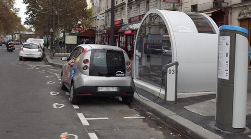 Ecco perché Parigi sta per togliere la luce al car sharing elettrico di Bolloré