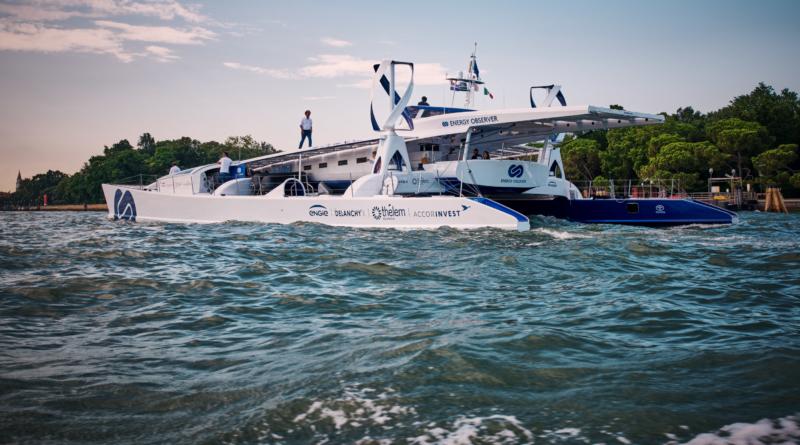 Il catamarano Energy Observer traccia la rotta per l'approdo della Mirai