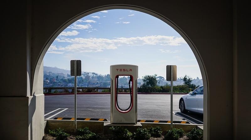 Elon Musk annuncia gli advisor che aiuteranno Tesla a uscire dal NASDAQ