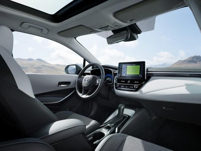Toyota presenta la nuova Corolla Touring Sports con due opzioni powertrain ibride alla fiera di Parigi