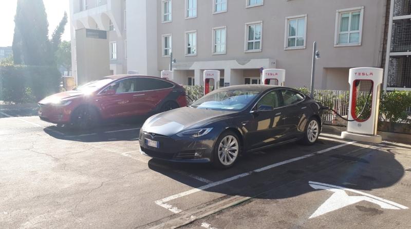 Adesso che il sole splende su Tesla c'è chi ci ripensa e chi non si accontenta più