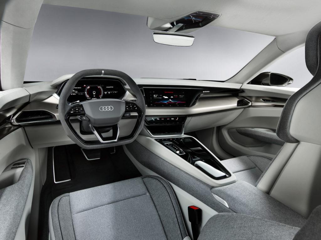 Al Salone di Los Angeles si mettono gli occhiali da sole davanti al nuovo Audi E-Tron GT Concept