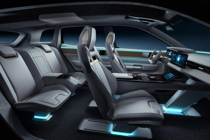 Nuova joint venture di Roland Gumpert produrrà SUV elettrico Aiways U5 Ion 1