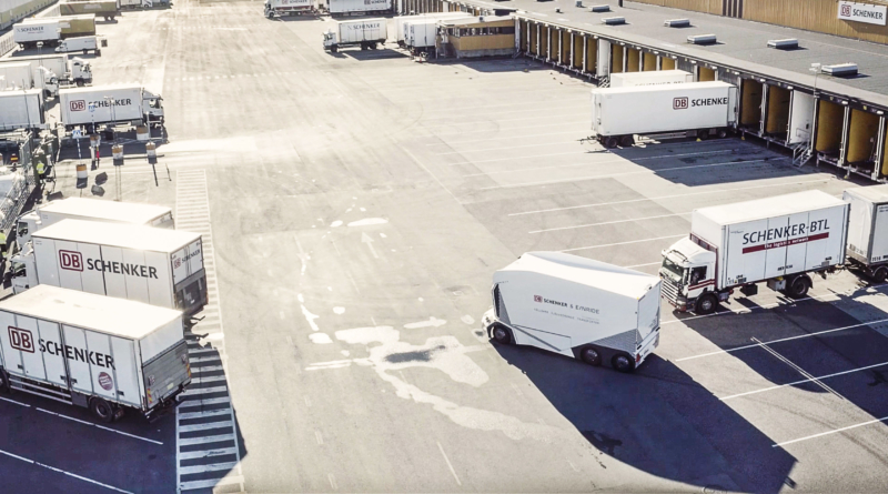 """Le """"guerre stellari"""" della logistica passano da veicoli autonomi come l'Einride T-Pod"""