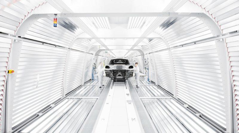 """La terza Porsche tutta elettrica sarà la prossima generazione del """"best seller"""" Macan"""