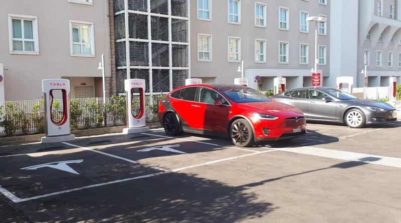 I Supercharger V3 sono la terza generazione di colonnine Tesla, con potenza fino a 250 kW