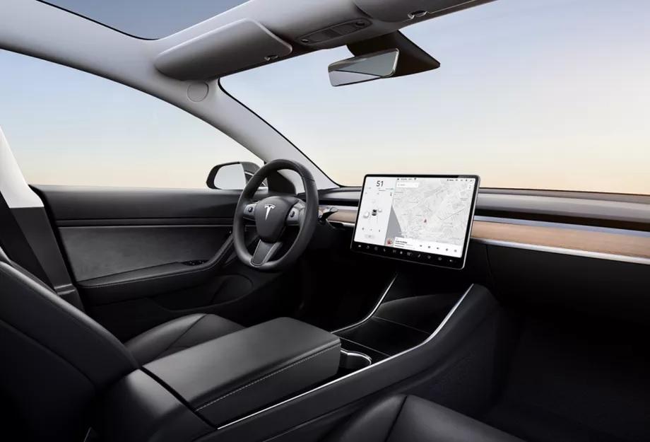 Nel giorno in cui appare la Model 3 da $35.000 svaniscono i saloni Tesla 1