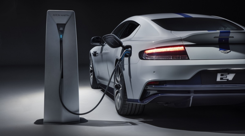 La prima Aston Martin con la presa non è più un concept: Rapide E