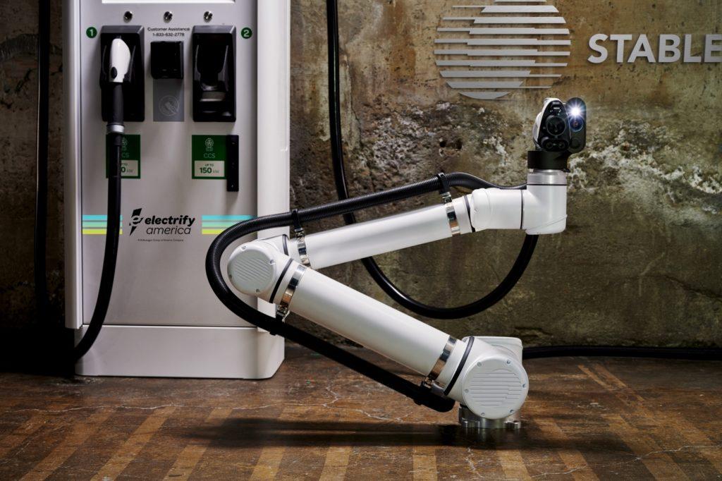 Stable Auto collabora con Electrify America per provare colonnine robotizzate 1