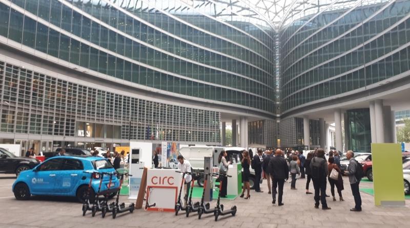 Si è messa in moto a Milano la tre giorni di E-mob, per parlare di mobilità e sostenibilità