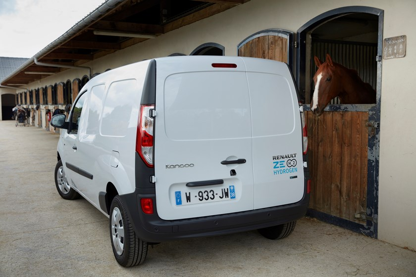 Renault completa l'offerta a zero emissioni locali dei furgoni con Kangoo ZE Hydrogen ee Master ZE Hydrogen