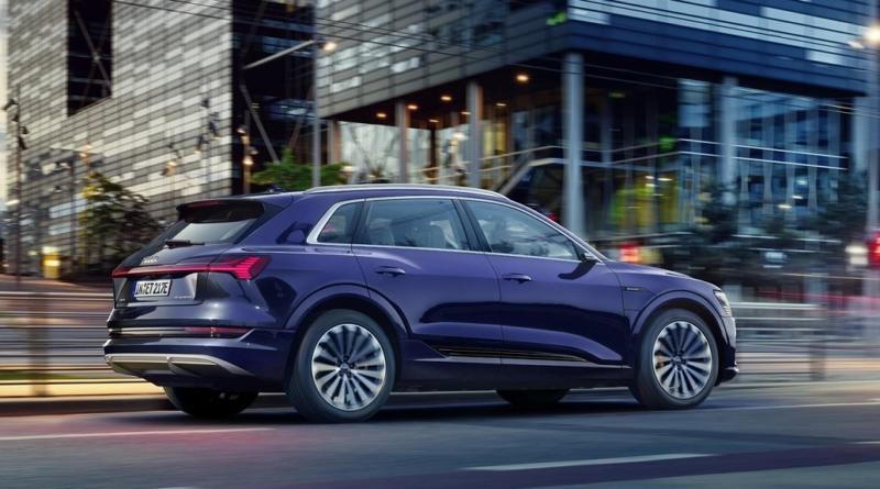 Audi migliora l'efficienza del SUV elettrico E-tron, portando l'autonomia a 436 km