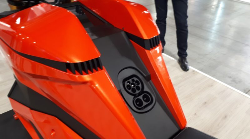 In bilico tra cavalli e volt fanno sempre più presa le moto elettriche all'EICMA 2019