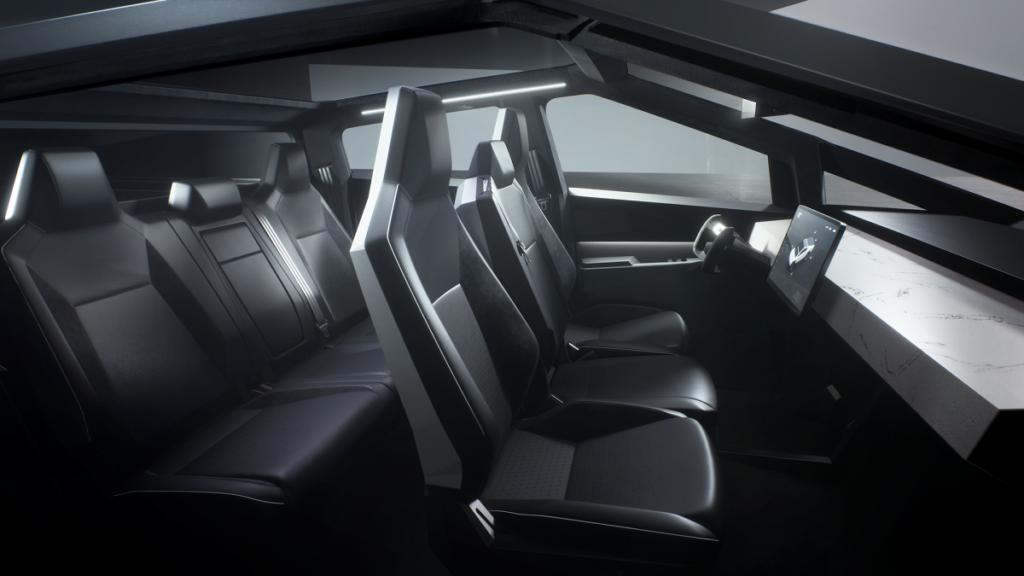 Svelato il Tesla Cybertruck: da fantascienza prezzi e performance, più che l'aspetto 1