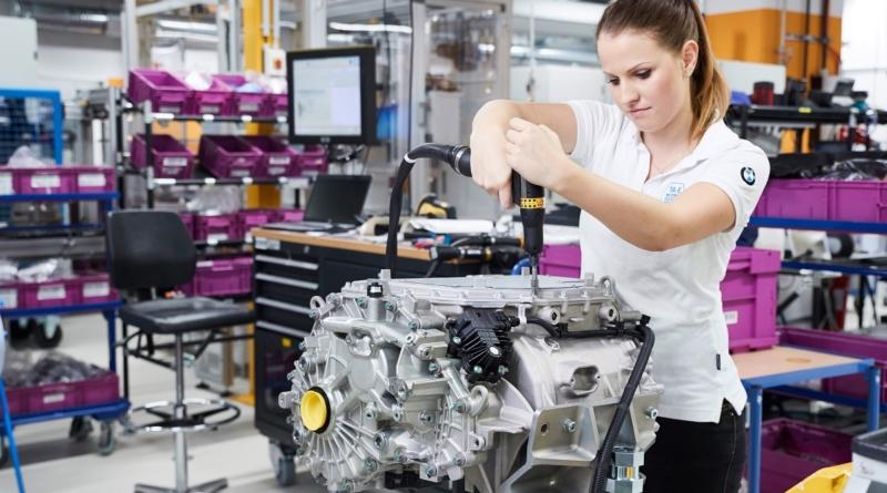 A Monaco stringono gli ultimi bulloni alla quinta generazione di powertrain BMW per le elettriche