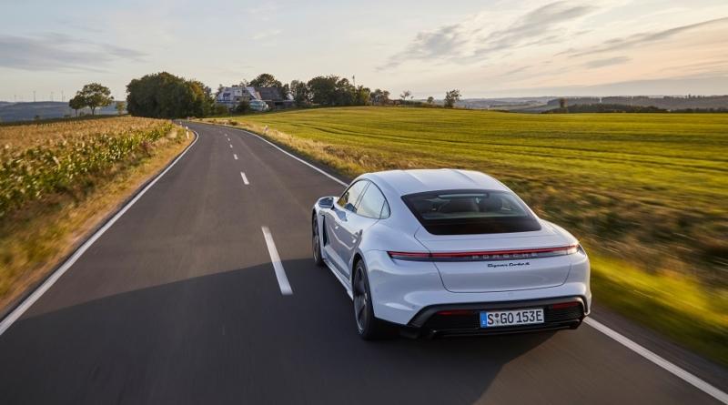 """Porsche Taycan è il """"veicolo elettrico 2019"""" 2"""