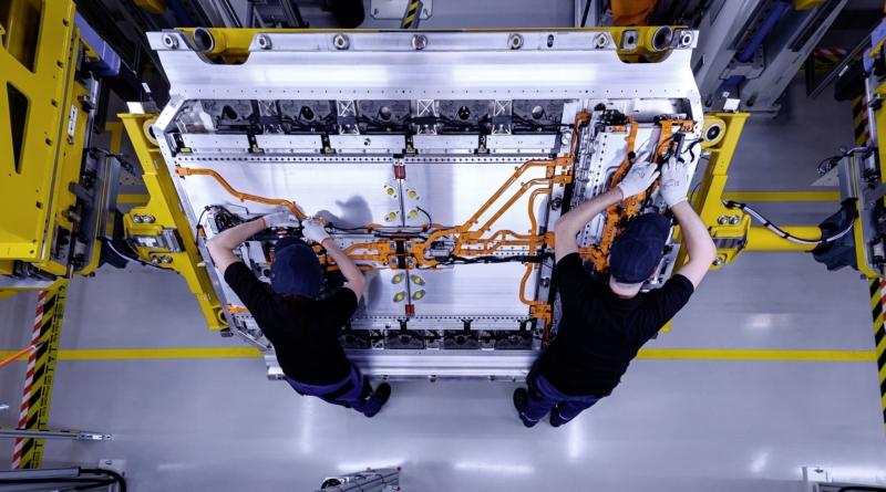 Daimler interessata a investire per rendere sicura la filiera delle batterie