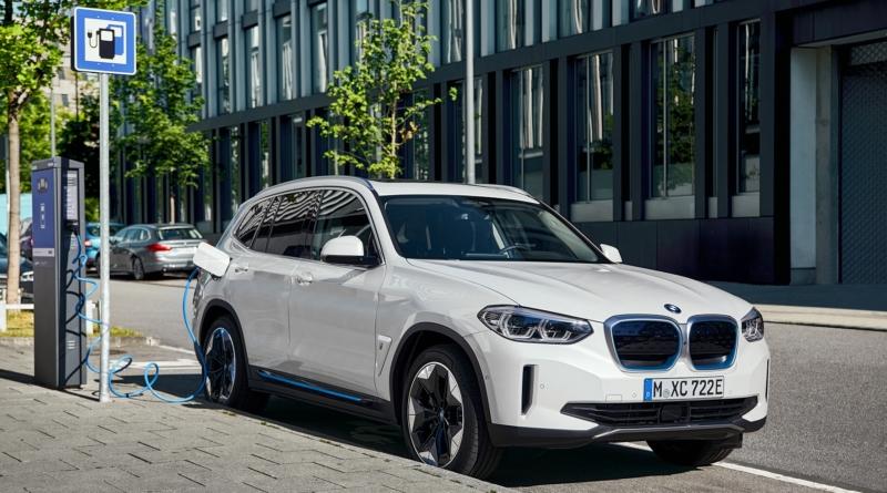 IX3: il SUV elettrico che darà la carica a BMW