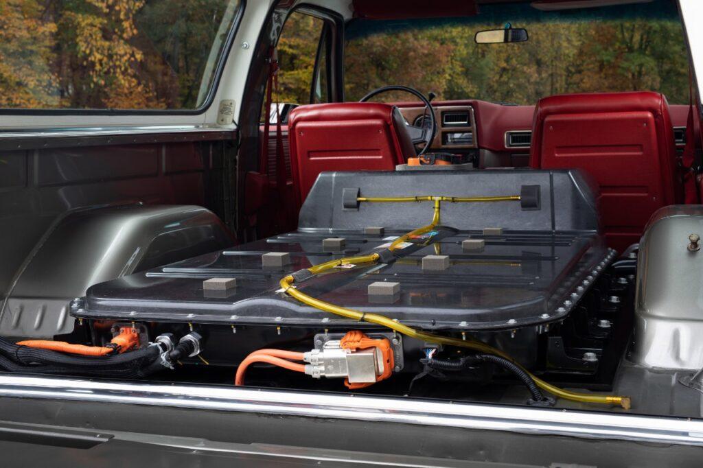 Il Chevrolet Blazer con dentro una Bolt EV