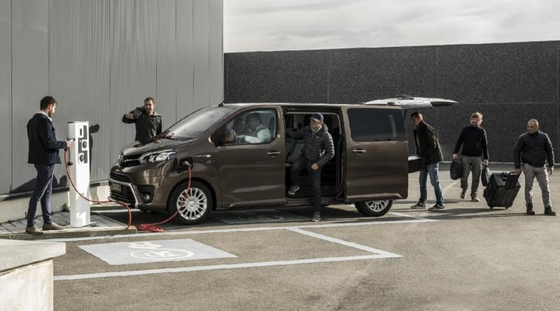 Il nuovo Toyota al 100% elettrico è un minibus