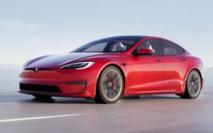 Nella Model S un Plaid che tiene svegli 1
