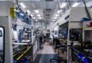 Il laboratorio QuantumScape accumula strati nelle celle solid state