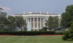Per vincere nelle elettriche la Casa Bianca punta $174 miliardi