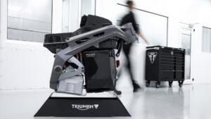 Batte il cuore elettrico della Triumph TE-1