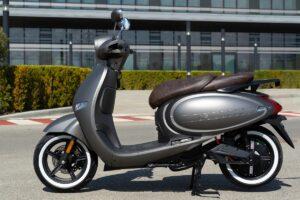 Debutta lo scooter elettrico bolognese Wayel W3