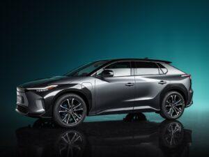 Il SUV BZ4X anteprima per la serie Toyota al 100% elettrica