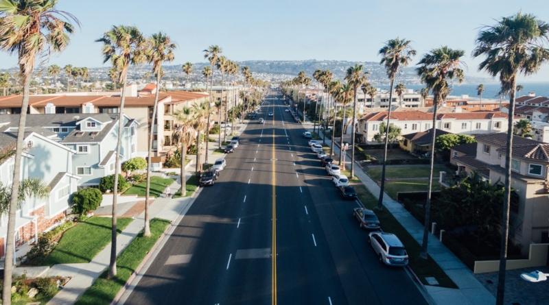 In California scontento un cliente dell'auto con la presa su cinque