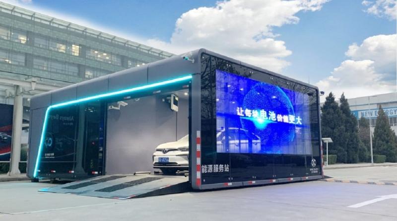 Renault valuta il cambio rapido delle batterie