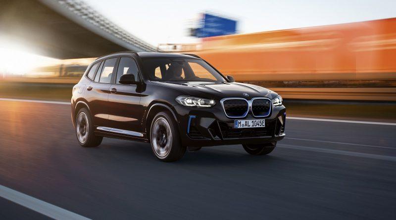 BMW ha già aggiornato il suo SUV elettrico IX3